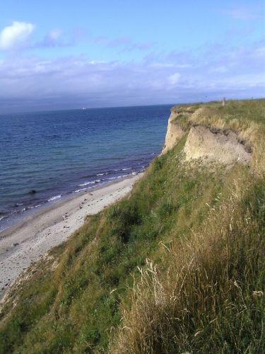 Die Steilküste ca. 400 Meter entfernt