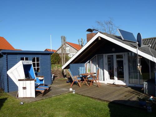 Terrasse mit ausreichend Mobiliar, Korb