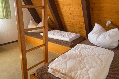Schlafzimmer mit zusätzlicher Köje oben