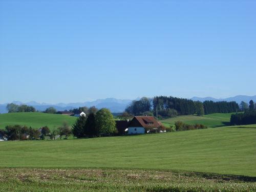 Blick vom Ferienhaus in die Berge