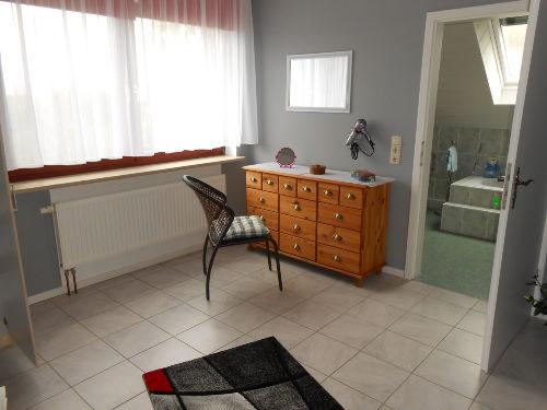 Schlafzimmer mit direkter T�r zum Bad