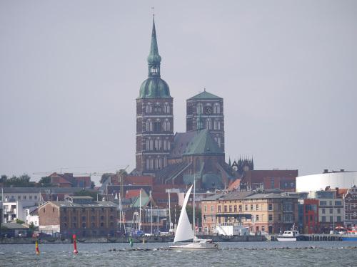 Stralsund vom Wasser mit Nikolaikirche
