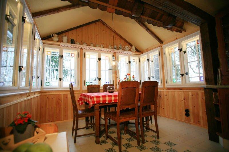 Küche mit idyllischem Wintergarten