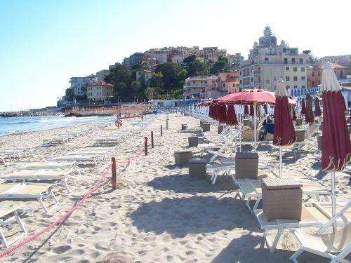Am Strand von Imperia (5 km)