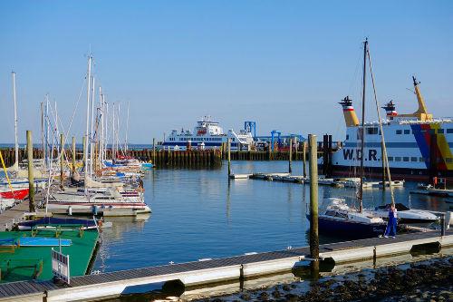 Sportboothafen mit Fähranler v. Bickel