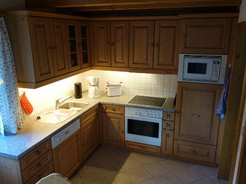 Küche mit Speisekammer und Essplatz