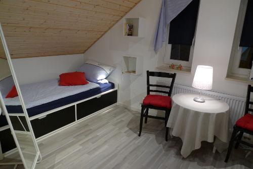 Schlafzimmer oben, rechts ist das 2.Bett