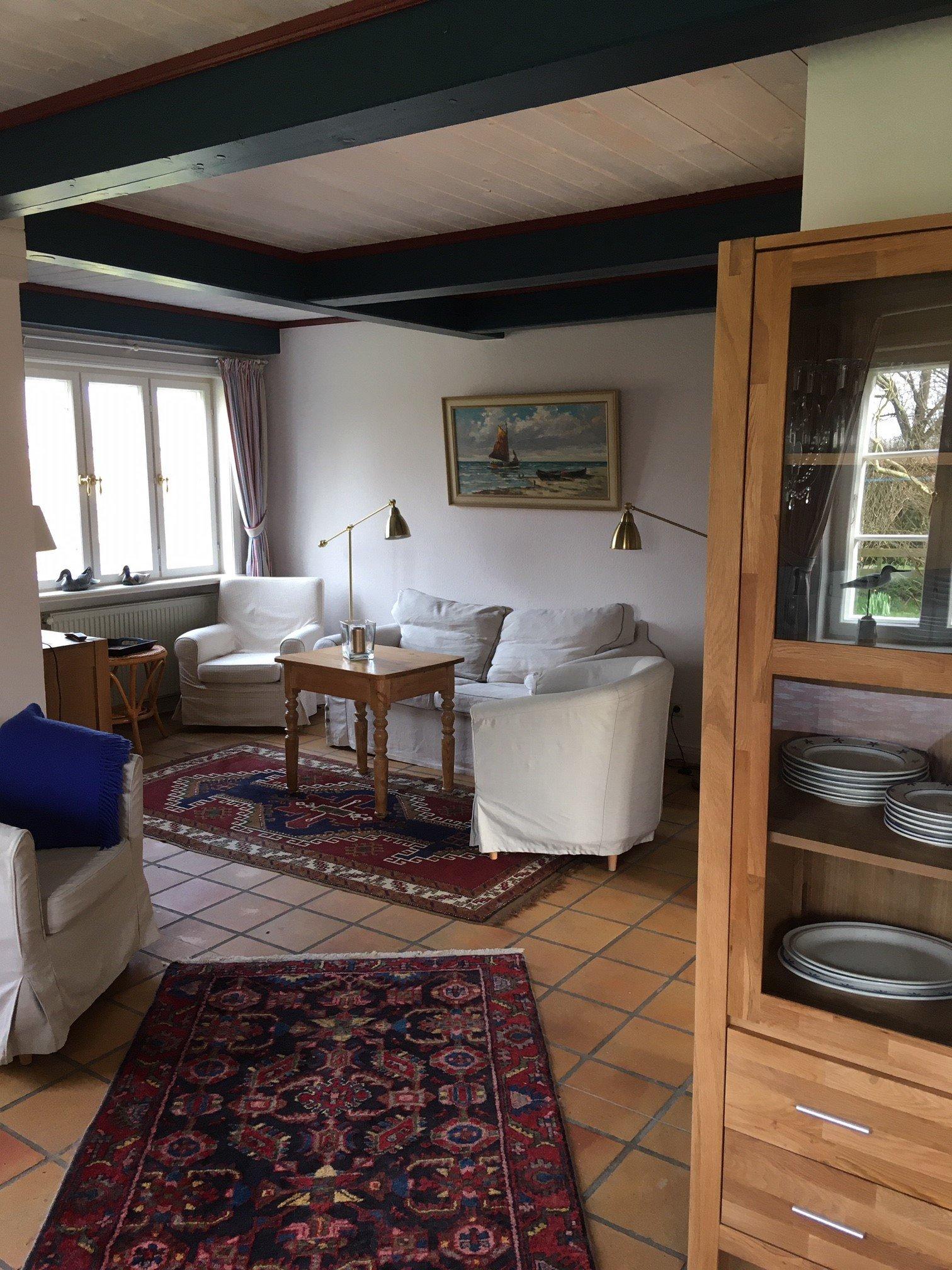 Essbereich mit Durchgang zur Küche