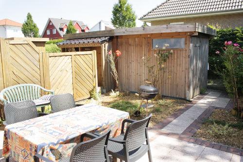 Terrasse mit Gartenschuppen