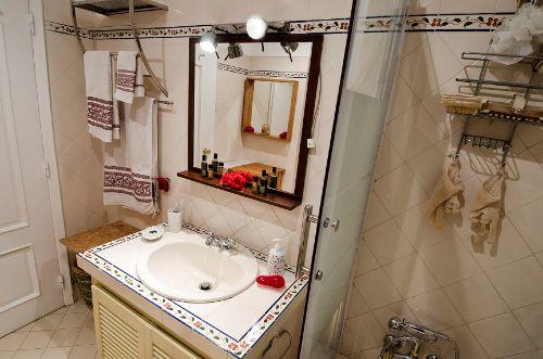 Bad I mit Badewanne, WC, Bidet