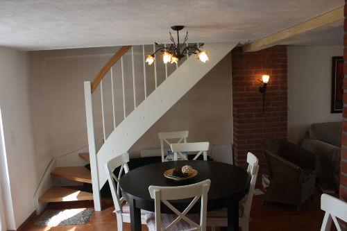 Der Essplatz mit Treppe ins Obergeschoss