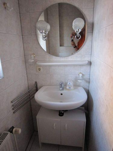 Großes Bad mit Dusche Badewanne und Wc