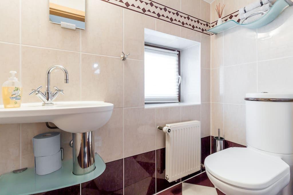 Separates WC mit Fenster