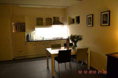 Küche und 4-Personen Esstisch