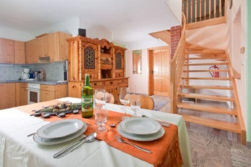 Große Wohnküche mit gemütlicher Sitzecke