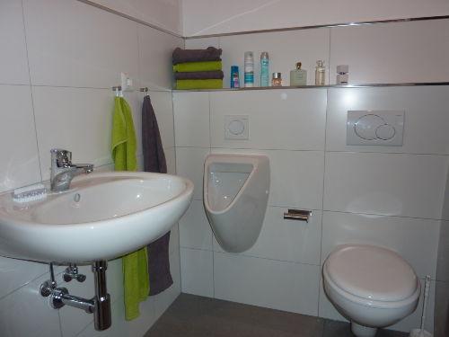 Bad mit gro�er bodenebener Dusche