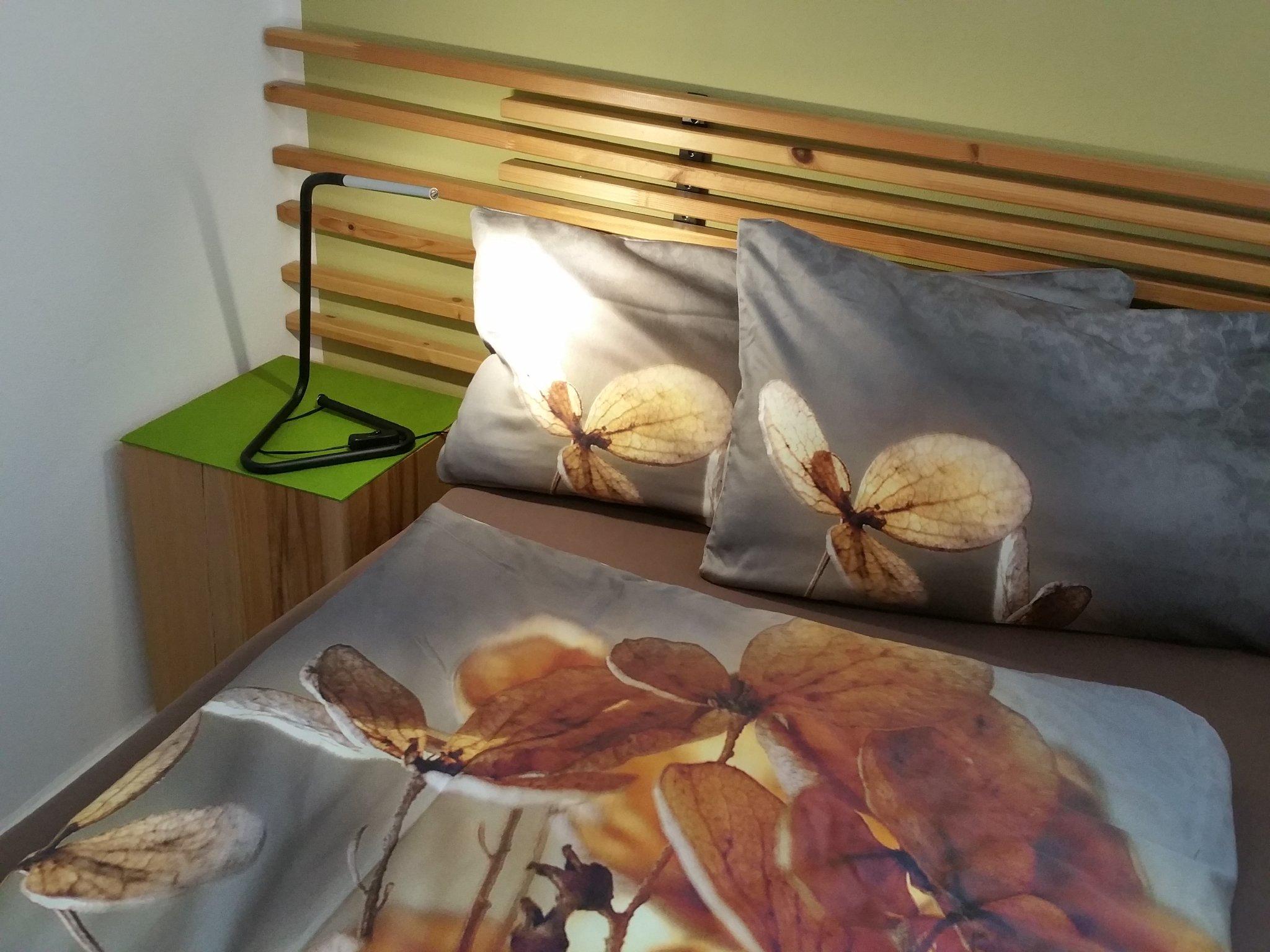 Schrank & Flachbild TV im Schlafzimmer