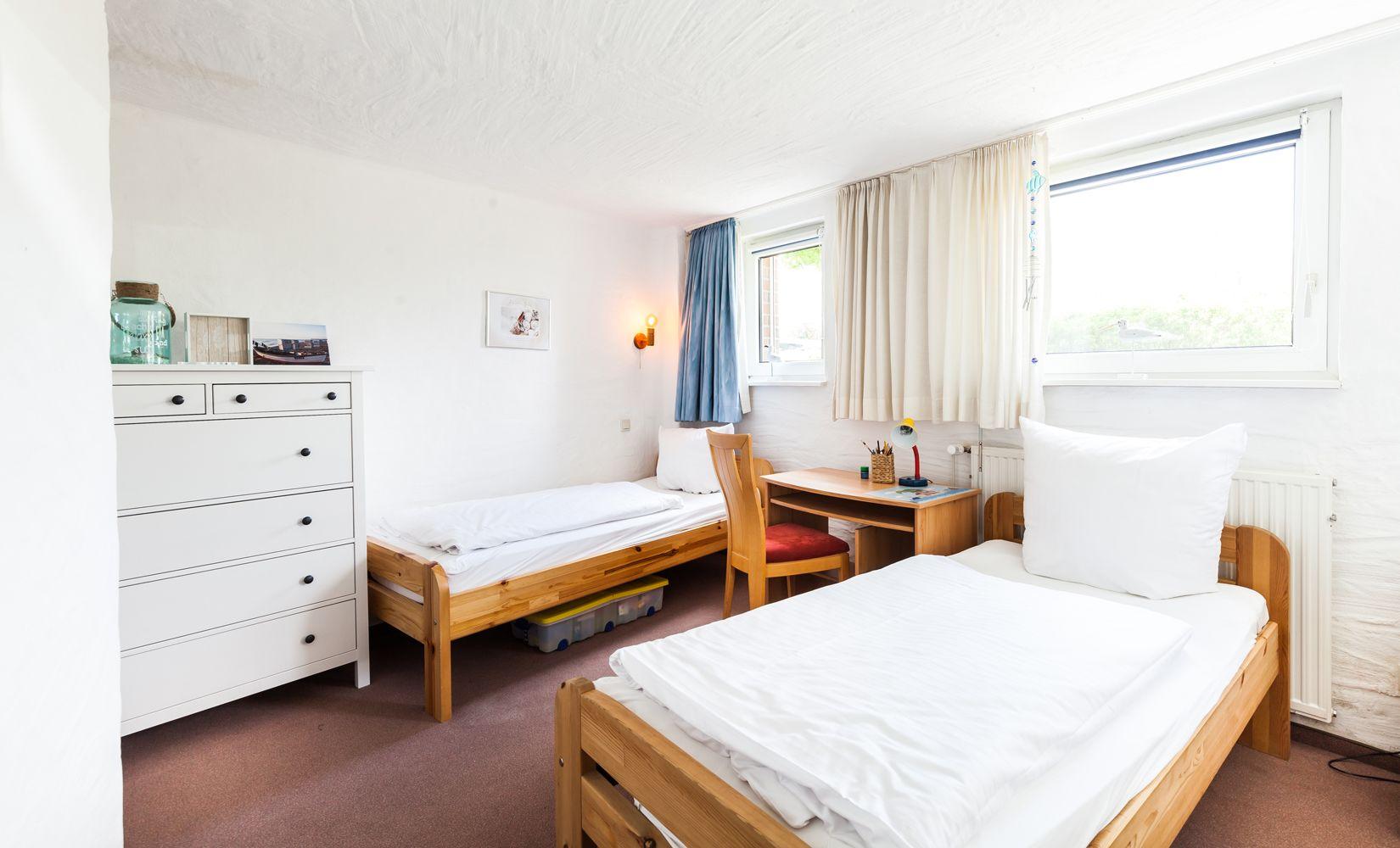 2. Schlafzimmer mit drei Betten unten