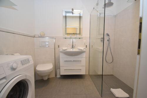 Elegantes Duschbad mit WC