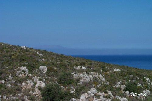 Zoom auf Schlucht und Meer
