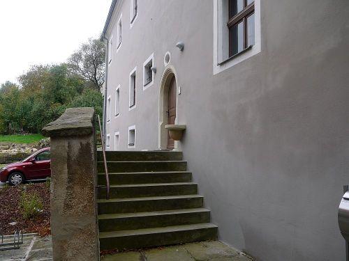 Sandsteintreppe zum Hauseingang
