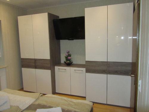 Schlafzimmer mit 39 Zoll TV