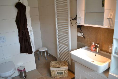 Badezimmer mit Handtuchwärmer