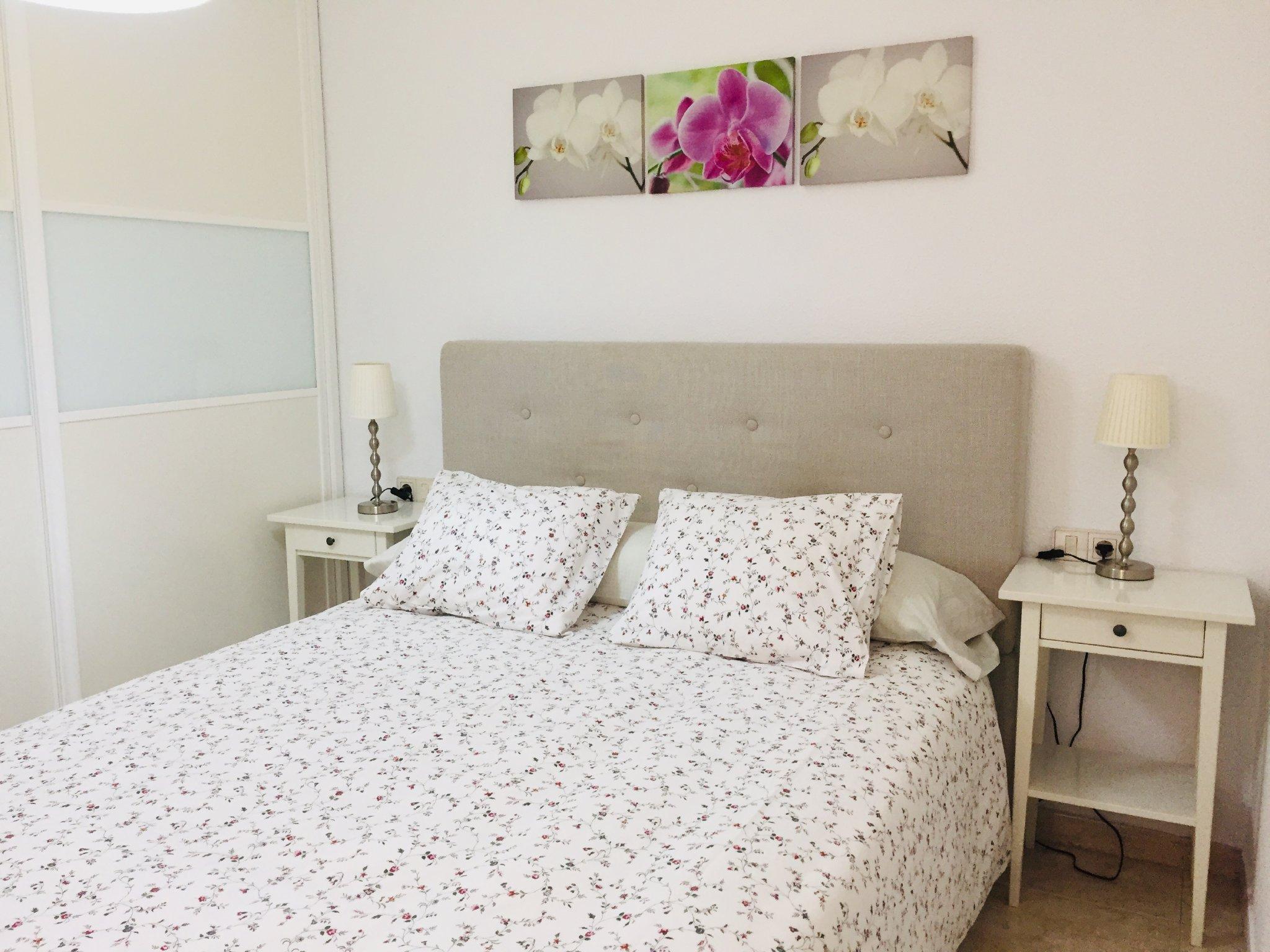 Schlafzimmer mit Doppelbett 1,50 m