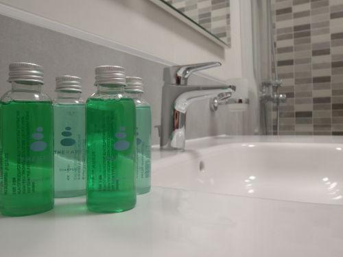 Luxuriöses Badezimmer mit Dusche