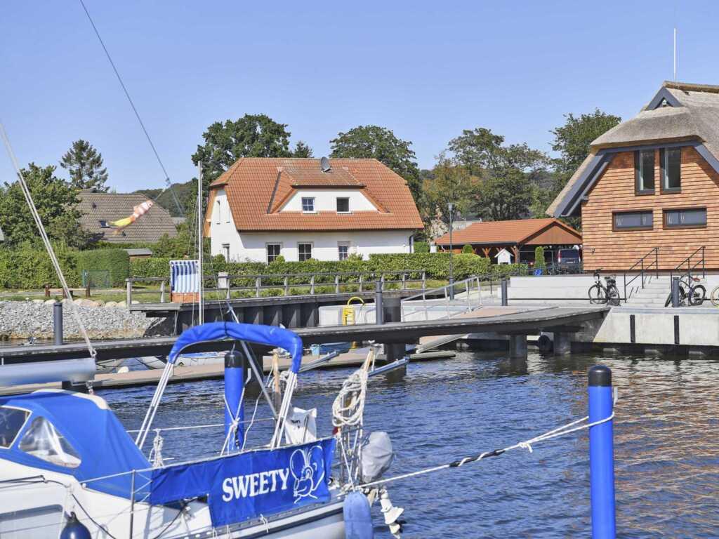 Haus am See F 551 WG 01 mit Terrasse und Seeblick,
