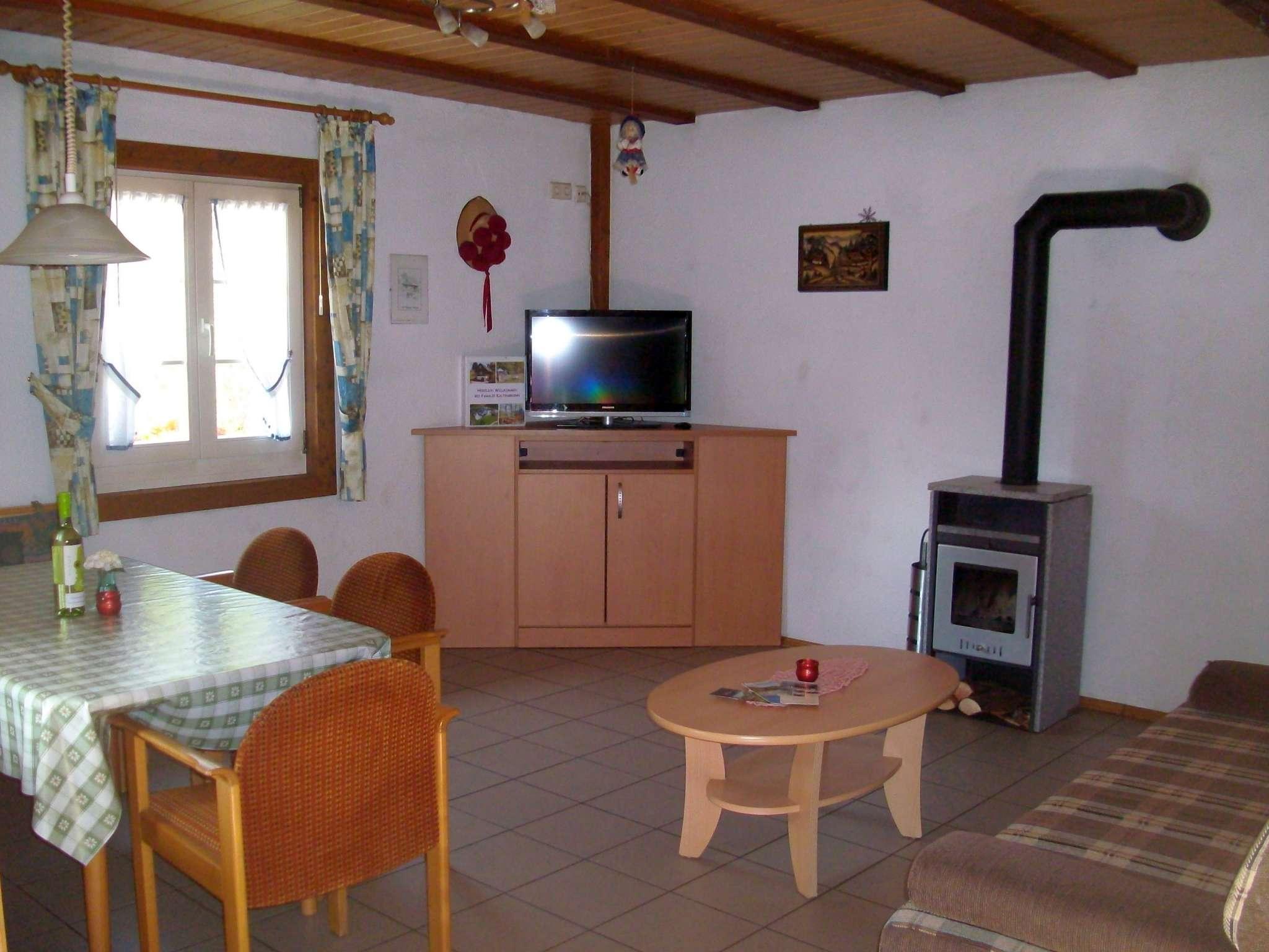 Ferienh�uschen - Wohnraum und Essbereich