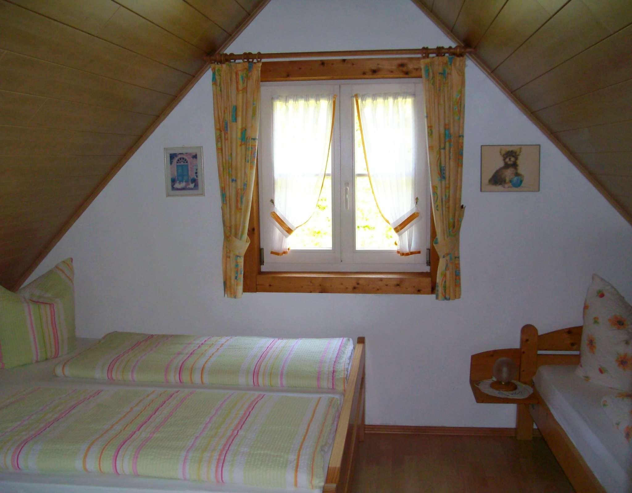 Ferienwohnung 1 - Wohnbereich mit Kamin