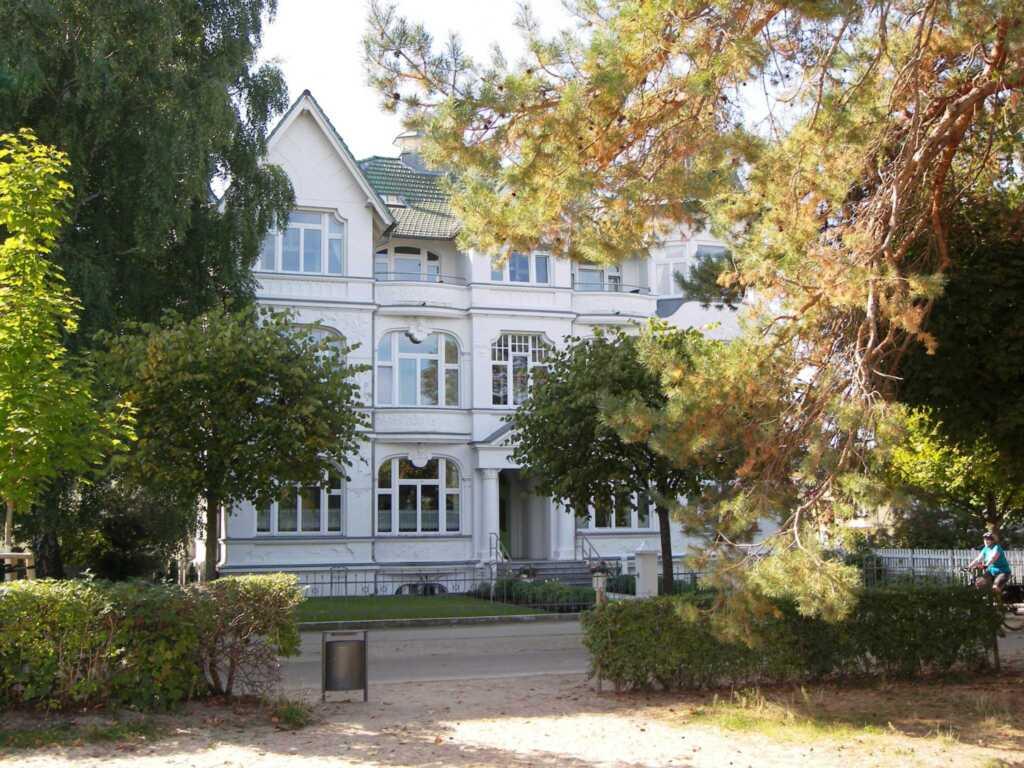 Villa Germania, Ferienwohnung 12 R + 12 L, Balkonz