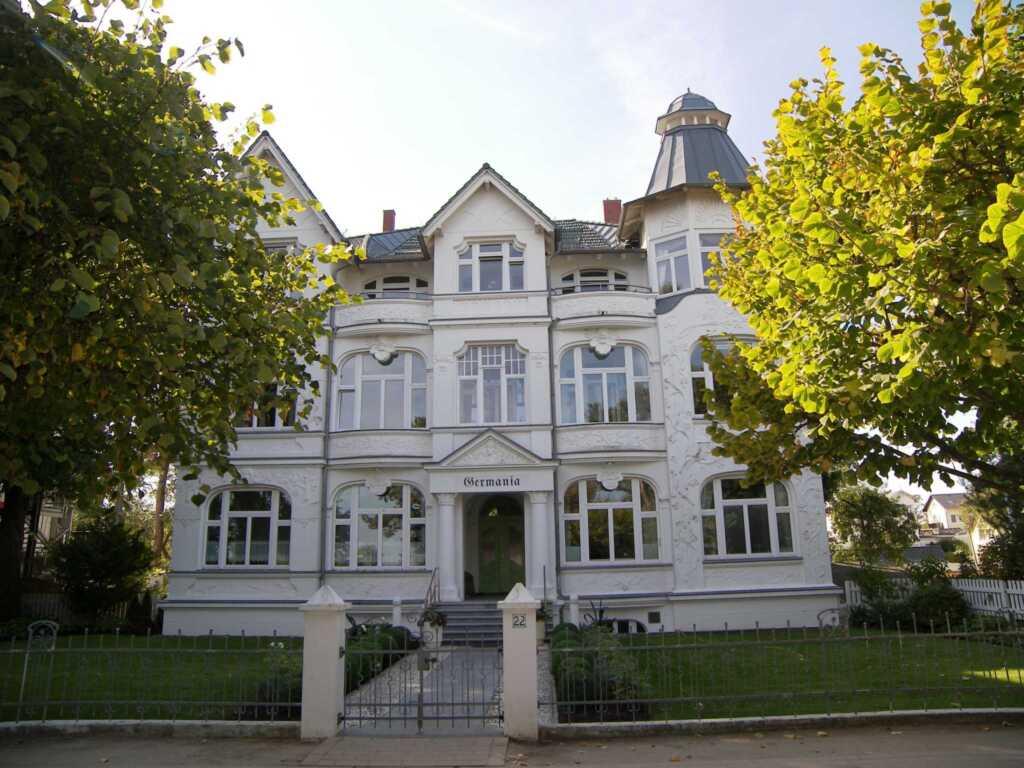 Villa Germania, Ferienwohnung 12 R + 12 L, Turmzim