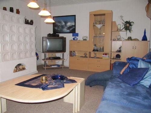 2. Bild Wohnzimmer mit Kachelofen/ EG