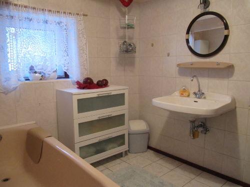 Badezimmer+ integrierter Wannendusche/EG