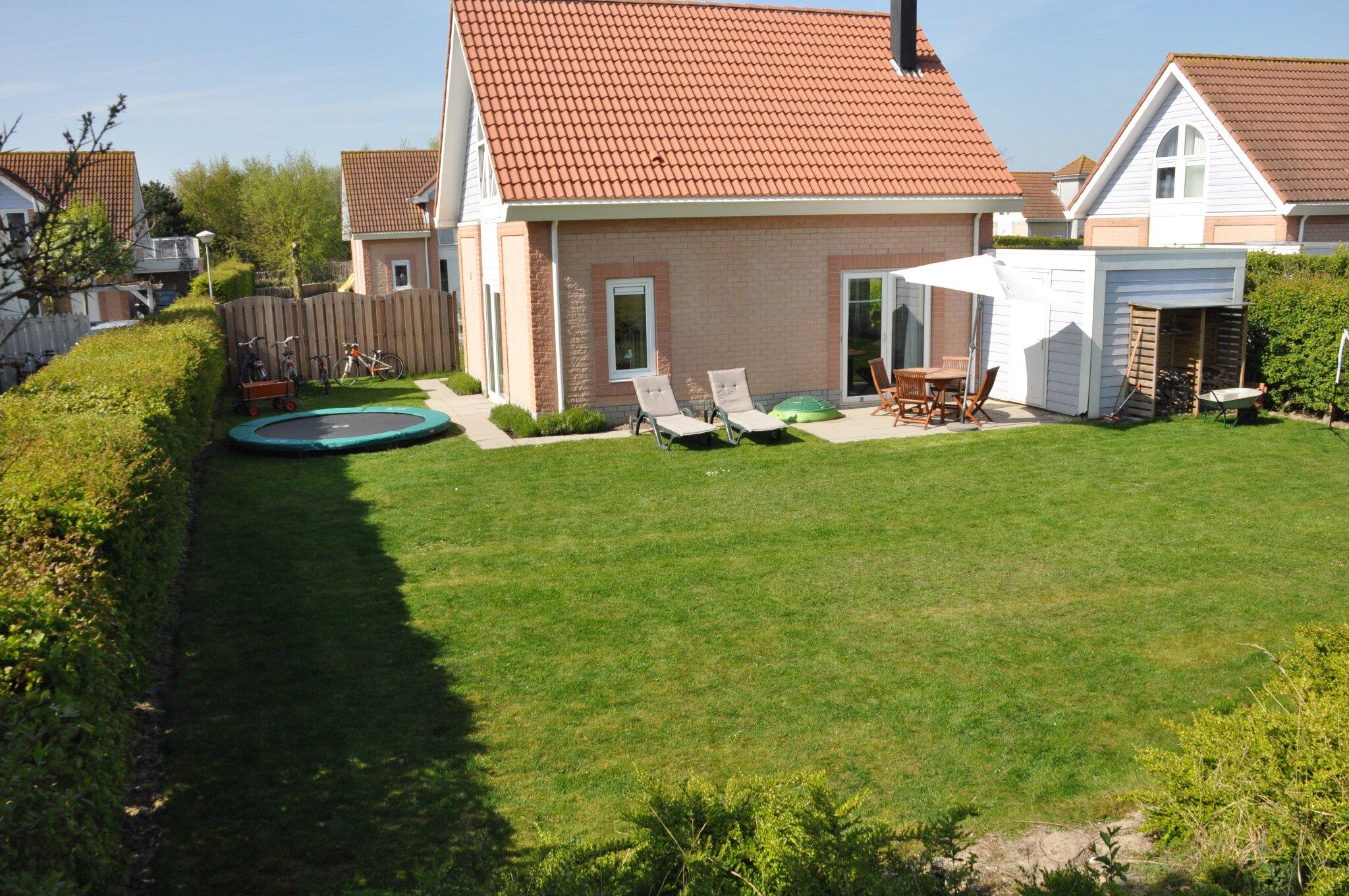 Großer Garten, Spielwiese, Sonnenliegen