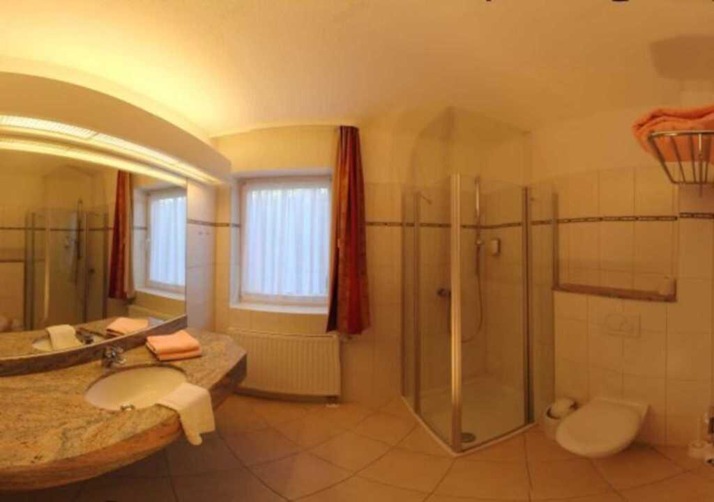 RED Hotel Wittensee 'Schützenhof', Dreibettzimmer
