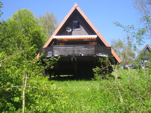 Bequeme Sitzecke mit offener Küche