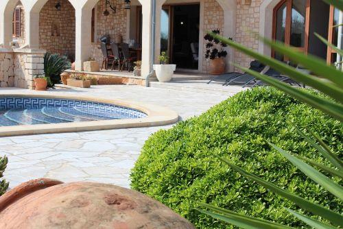 Eigener Pool direkt an der Terrasse