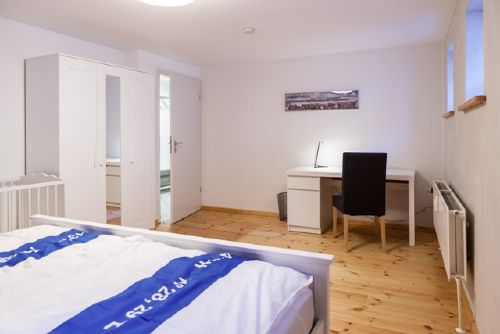 Schlafzimmer mit Schreibisch