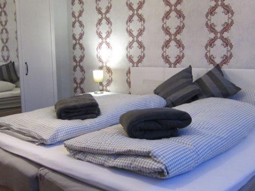 Ausgezogenes Tagesbett im 2. Schlafraum