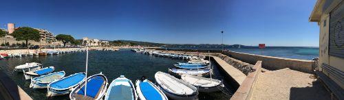 Der kleine Hafen gegen�ber