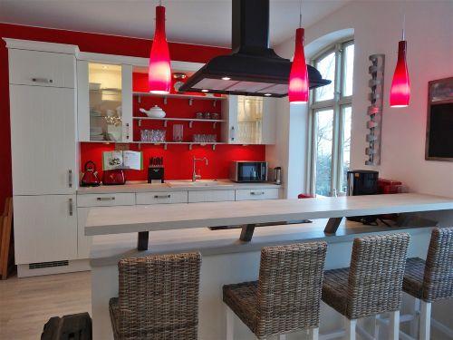 Moderne Küche mit Küchentresen