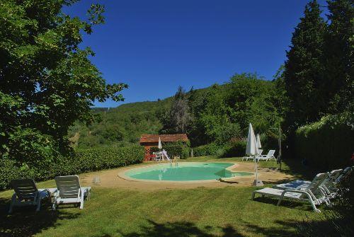 Der Poolbereich mit herrlicher Aussicht