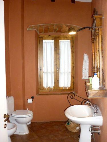 eines der 6 Badezimmer mit Dusche