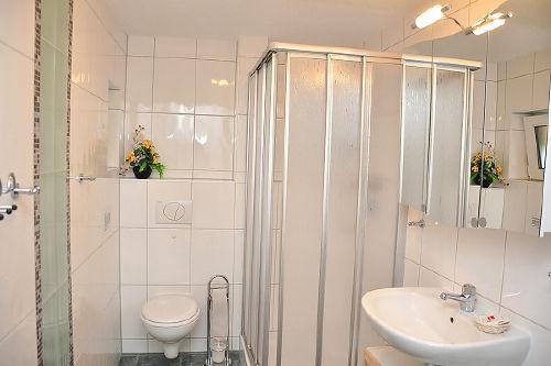 Blick in eine Fewo (Dusche/WC)