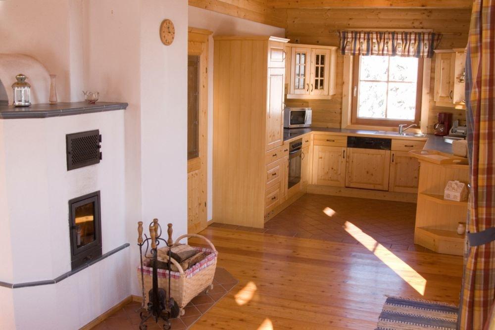 komfortabel ausgestattete Küche