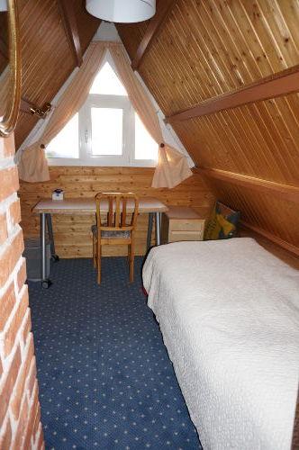 Schlafzimmer 2 Dachgeschoss (Vorhang)
