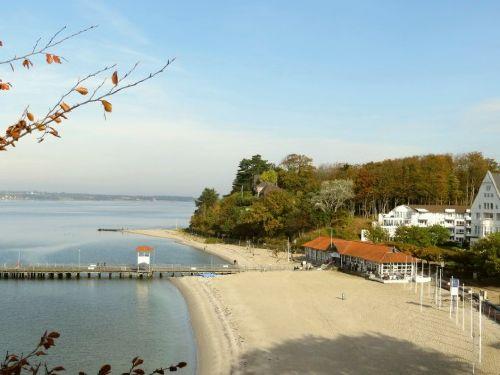 Glücksburger Strand mit Schiffsanleger